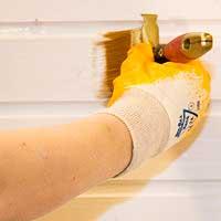 Окраска ранее обработанных стен во влажных помещениях