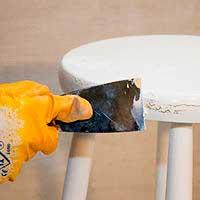 Обработка ранее лак- окрашенной деревянной мебели краской
